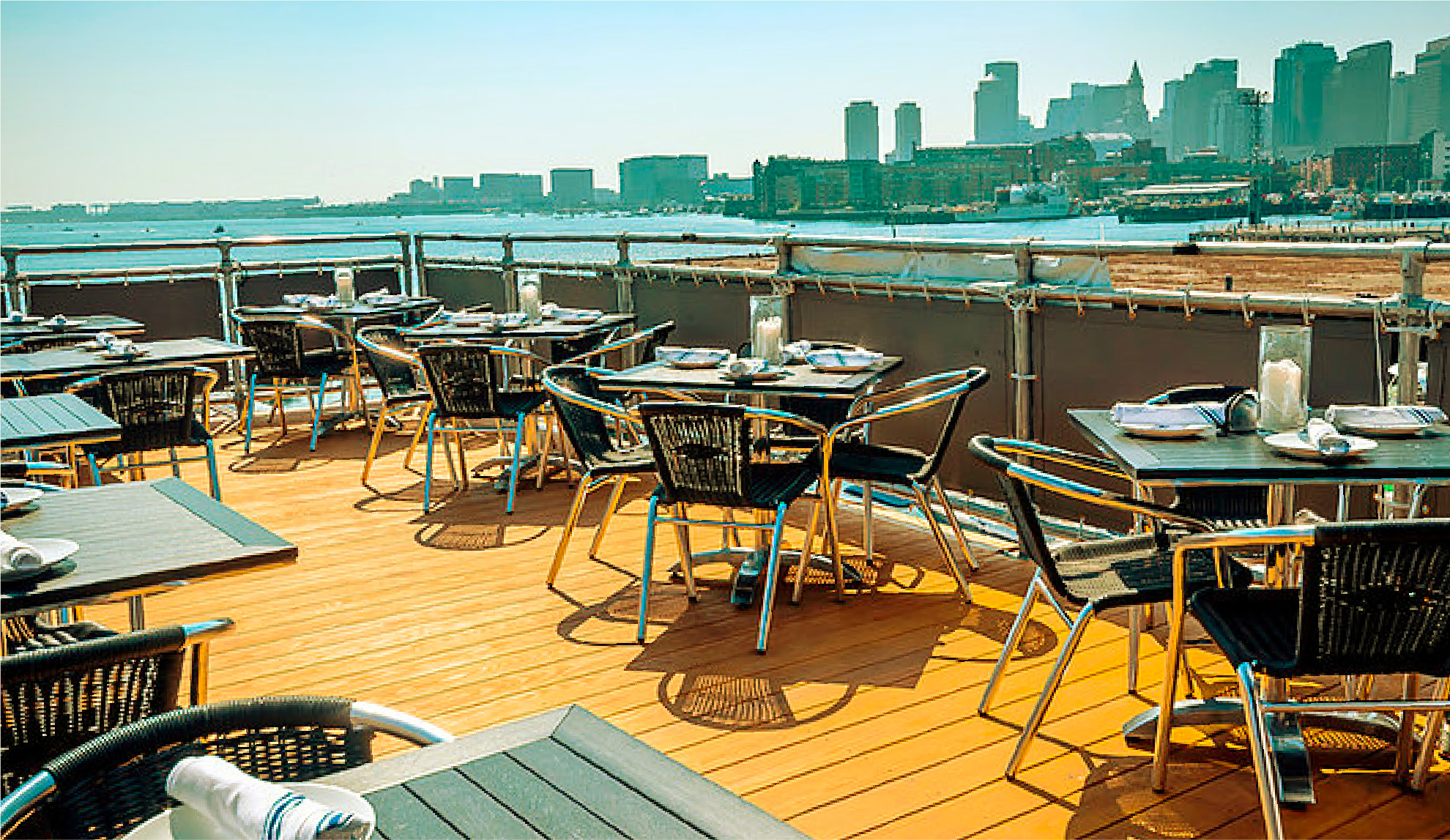 Beautiful rooftop bar to have a few drinks outside in Boston