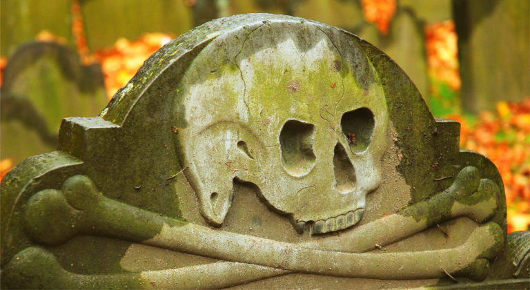 gravestone-skull-haunted-ghost